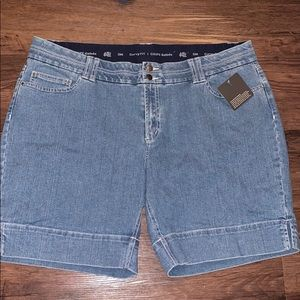 Denver Hayes curvy fit jean shorts size 18